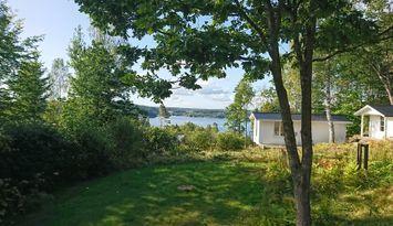 Stuga + gäststuga med utsikt över Gullmarsfjorden