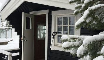 Charmigt hus med gäststuga vid Isabergs Golfbana