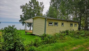 Cottage directly by Vättern with fantastic views