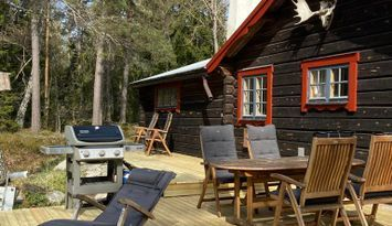 Cabin with guesthouse 5 minute walk from the sea