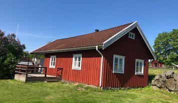 Stugor på gård 35 km från Astrid Lindgrens värld