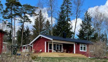Sjönära sommarstuga ca 15 km utanför Norrtälje