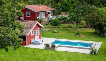 Cottage with swimming pool (sleeps 10)