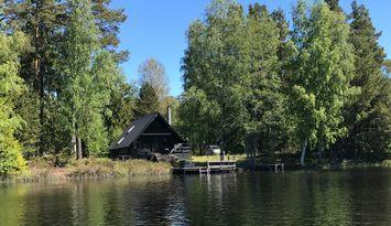 Fantastiskt hus på sjötomt 30 min från Stockholm