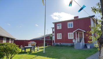Lägenhetshus på landet med närhet till hav & stad.