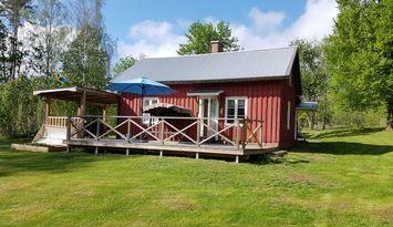 En mysig stuga mitt i ett naturreservat i Dalsland