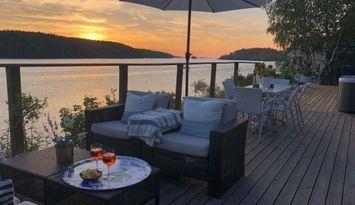 Cottage by lake Mälaren