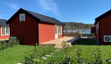 Top equipped cottages with lake views