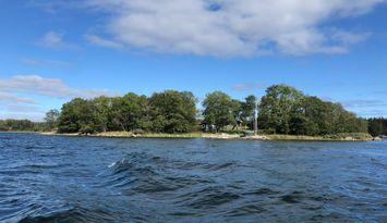 Egen ö i skärgården med havet som närmsta granne.