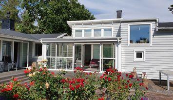 Modernt, strandnära hus vid Höganäs,  Kullabygden