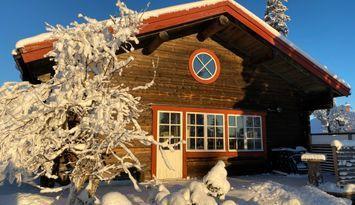 Rymlig timmerstuga i Hållan, Funäsdalen
