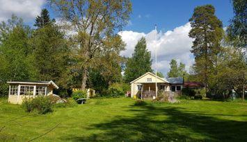 Stuga med sjötomt, nära golf, natur och Örebro