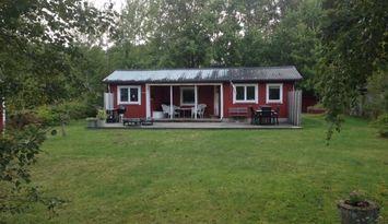 Nyrenoverad stuga i Haverdal