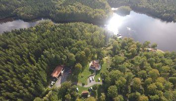 Hus i helt fantastisk natur, egen brygga vid insjö