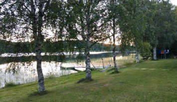 Sjönära avskilt boende i Jämtlandsskogen