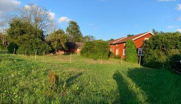 Rymlig gård i lugnt område