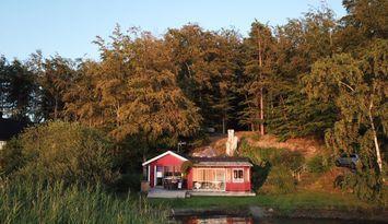 Mysig Stuga vid Ivösjön i Skåne med Privat Brygga
