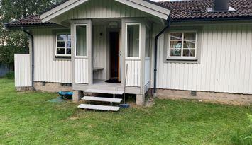 Stuga i vackra Alhammar nära sjön Åsunden