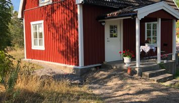 Nyrenoverad stuga på Bondgård